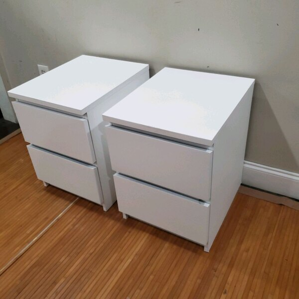 (2) white 2 dr nightstand side table end table 4f22dd48-2685-46a5-b5df-1f07caa688a3