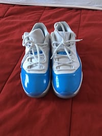 blue-and-white Nike basketball shoes Miami, 33185