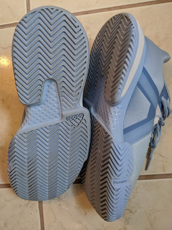 Adidas women's bounce tennis shoes size 8 but more like size 8.5 4e6f01bc-e156-463d-8a72-51635093c145