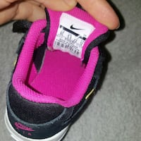 unpaired black and pink low top sneaker Southampton, SO18 6BX