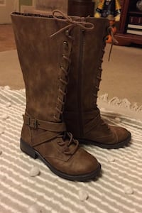 Girls Boots, zip up, Sz 1, worn 2x. Available!