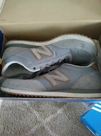 gray-and-white New Balance low-top sneakers with s Phoenix, 85033