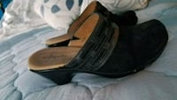 Softspots clogs black suede size 7 and 1/2