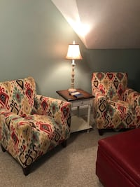 White and red floral sofa chair Ridgeland, 39157