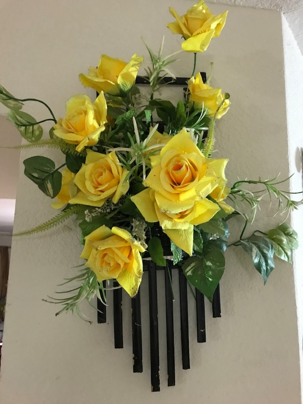 Yellow blooming roses wall decor