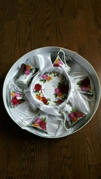 white and red floral ceramic plate and bowl Milton, L9T