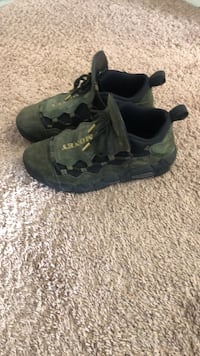 pair of gray-and-black hiking shoes Los Angeles, 91601