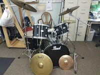 black and gray Pearl drum kit