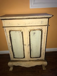 Small antique table Rockville, 20853