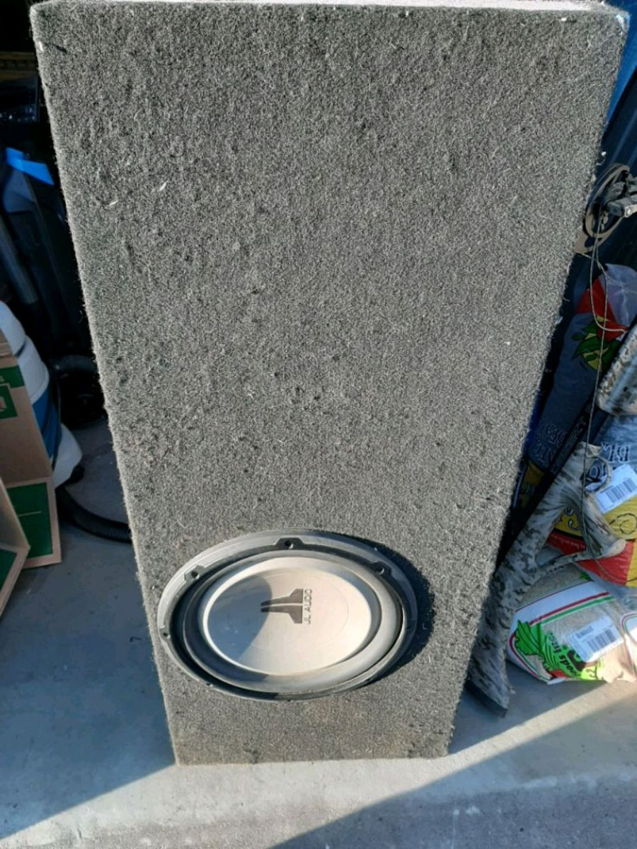 Photo 12 Inch JL Audio Subwoofer