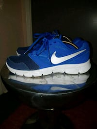 NIKE shoes 5Y Ottawa, K1Y 3A6
