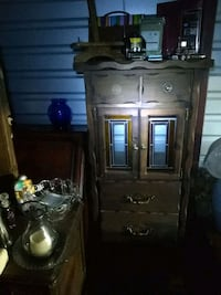 brown wooden cabinet with mirror Reno, 89523