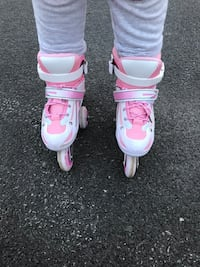 Pair of white-and-pink inline skates Montreal, H8N