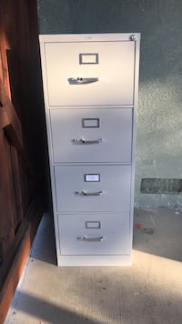 White 4-drawer filing cabinet with 2 keys Concord, 94520