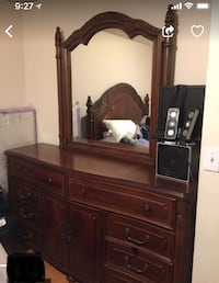 Gorgeous solid wood dresser with mirror Los Angeles, 91401