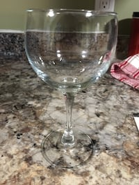 8 wine glasses Prince Edward, K0K 3L0