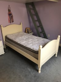 Twin bed frame (no mattress)