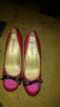 pair of pink high heels Chattanooga, 37416