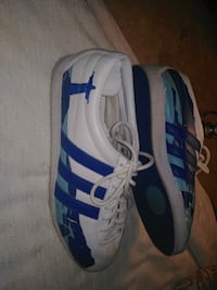 white-and-blue Adidas low-top sneakers Winnipeg, R2W 2G8