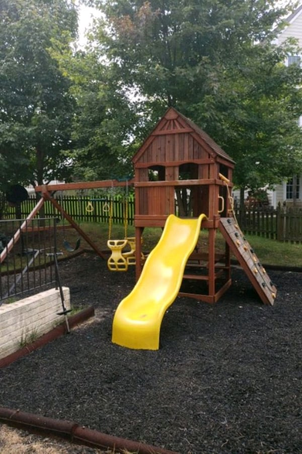 Playground set with slider, trapeze, 2 swings a37a3bed-dfe6-4087-8f36-7d97e787df48
