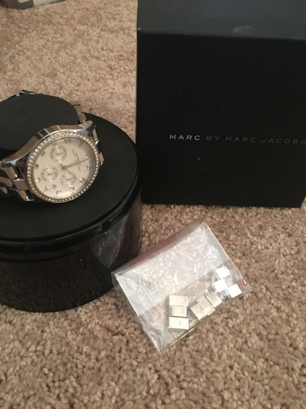 Marc by Marc Jacobs watch 6d5ccac7-4ee6-4d26-aae2-4f7e16a2b4d7