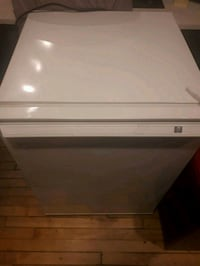 GE Medium sized Fridge Mississauga, L5C 2S7