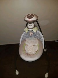 white and gray Fisher-Price cradle n swing Modesto, 95351