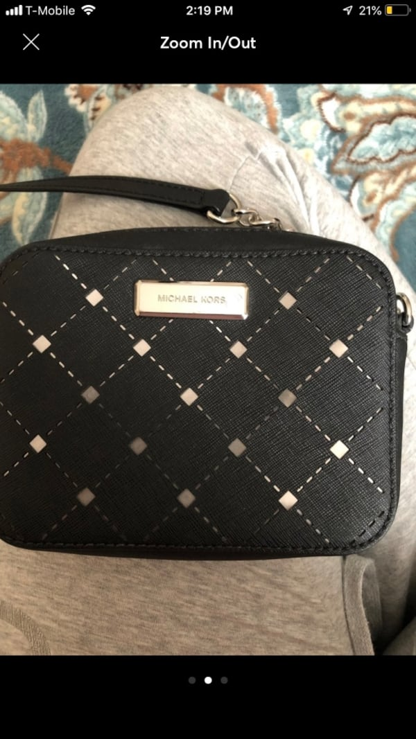 Crossbody Michael Kors black worn once useful when traveling  e7e78e10-7da6-4e1f-bb6d-7d47dd4d9a2a