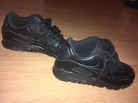Nike air maxes size 6.5 kids fits 7.5 ladies. (worn once) 550 km