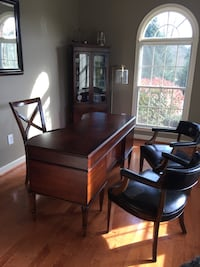 Antique style office desk  8 mi