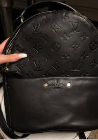 My girlfriend is trying to get rid of this bag!! She has had it for a few years now. Detroit, 48227