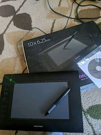 Drawing tablet with software installation disc