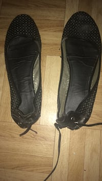 pair of black leather slip on shoes Montréal, H3S 1V4