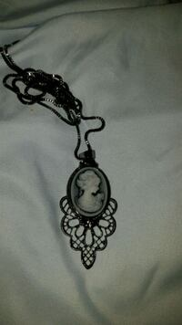 black and white cameo pendant and chain Oshawa, L1G 3S8