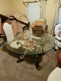 round glass top table with four chairs dining set Cincinnati, 45239