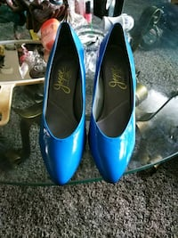 pair of blue leather pointed-toe pumps Bakersfield, 93305