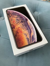 New Apple IPhone XS Max Gold with all accessories Kitchener, N2H 3R7
