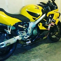 yellow and black Suzuki sports bike Green Bay, 54301