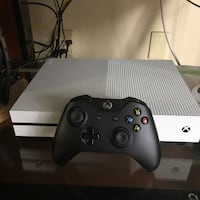 Xbox one slim 1tb with games  Santa Monica, 90405