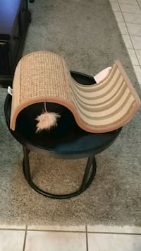 Cat toy and scratcher like new  Las Vegas, 89135