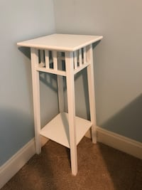 IKEA corner table (white) Alexandria, 22314
