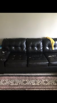 Leather couch Moorhead, 56560