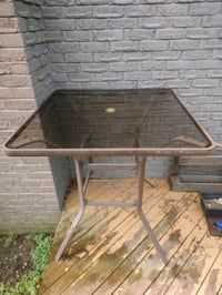 Square outdoor patio table