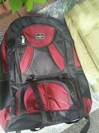 black and red Swiss backpack 4 mi
