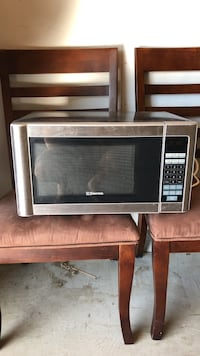 Emerson countertop microwave
