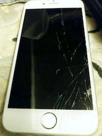 iPhone 6. 64gb. Cracked screen. NEED GONE TODAY Clarksville, 47129