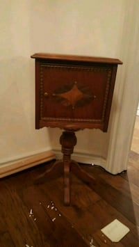 Antique smoker table Warminster, L0K 2G0