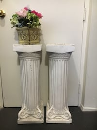 two white ceramic floor vases London, N6H 0A1
