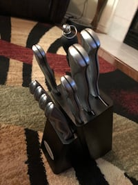 Kitchen knives and knife block