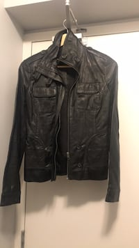 Daniel leather jacket xxs originally paid over 250 this women jacket has never been used too small Toronto, M8V 0B2